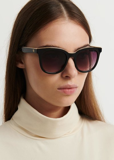 Sunglasses with metal front
