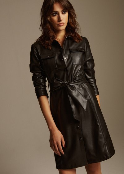 Alis dress in faux leather and belt at the waist