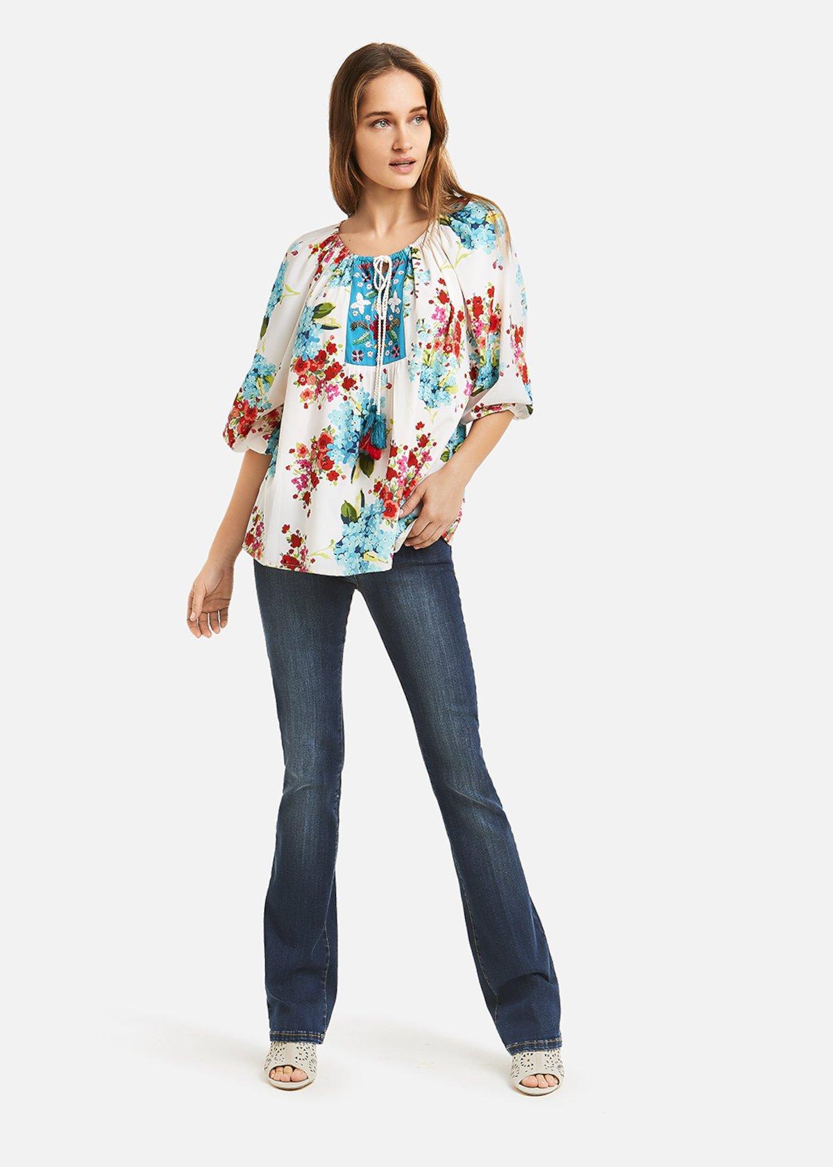 Round neckline Crek blouse