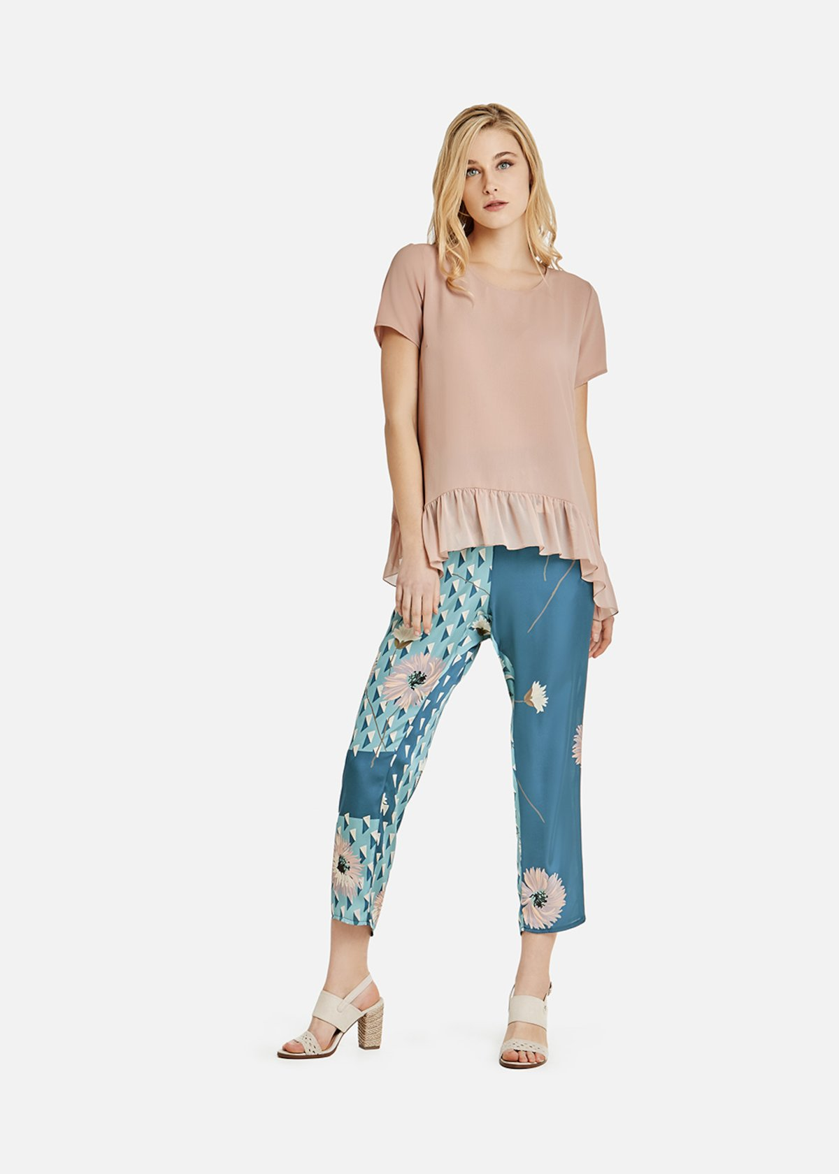Short-sleeved blouse with georgette flounce at the bottom