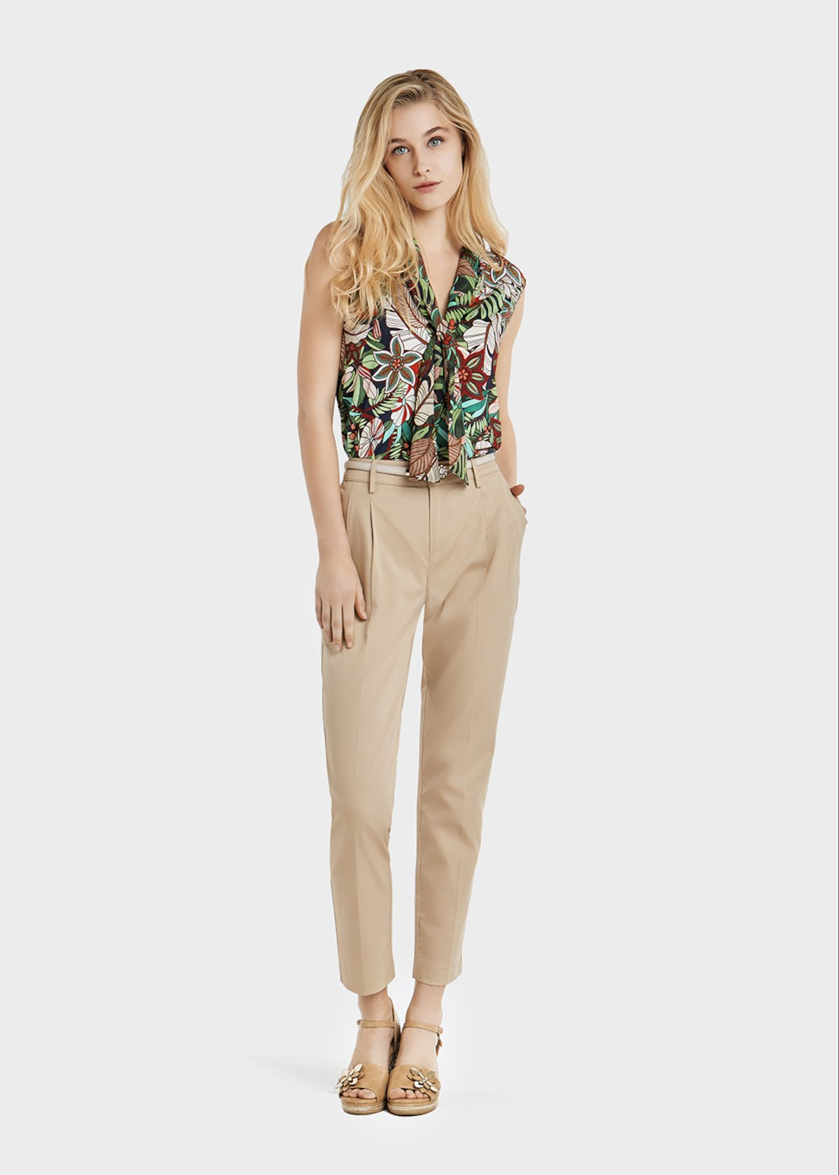 Gigi trousers with a narrow leg and pinces - Doeskin