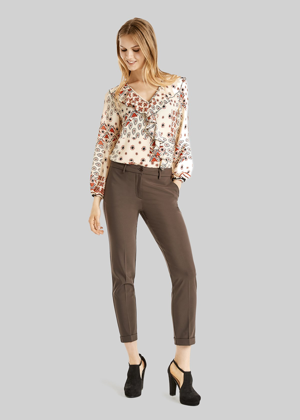 Bella pants of technical fabric with american pockets and turn-ups - Baguette