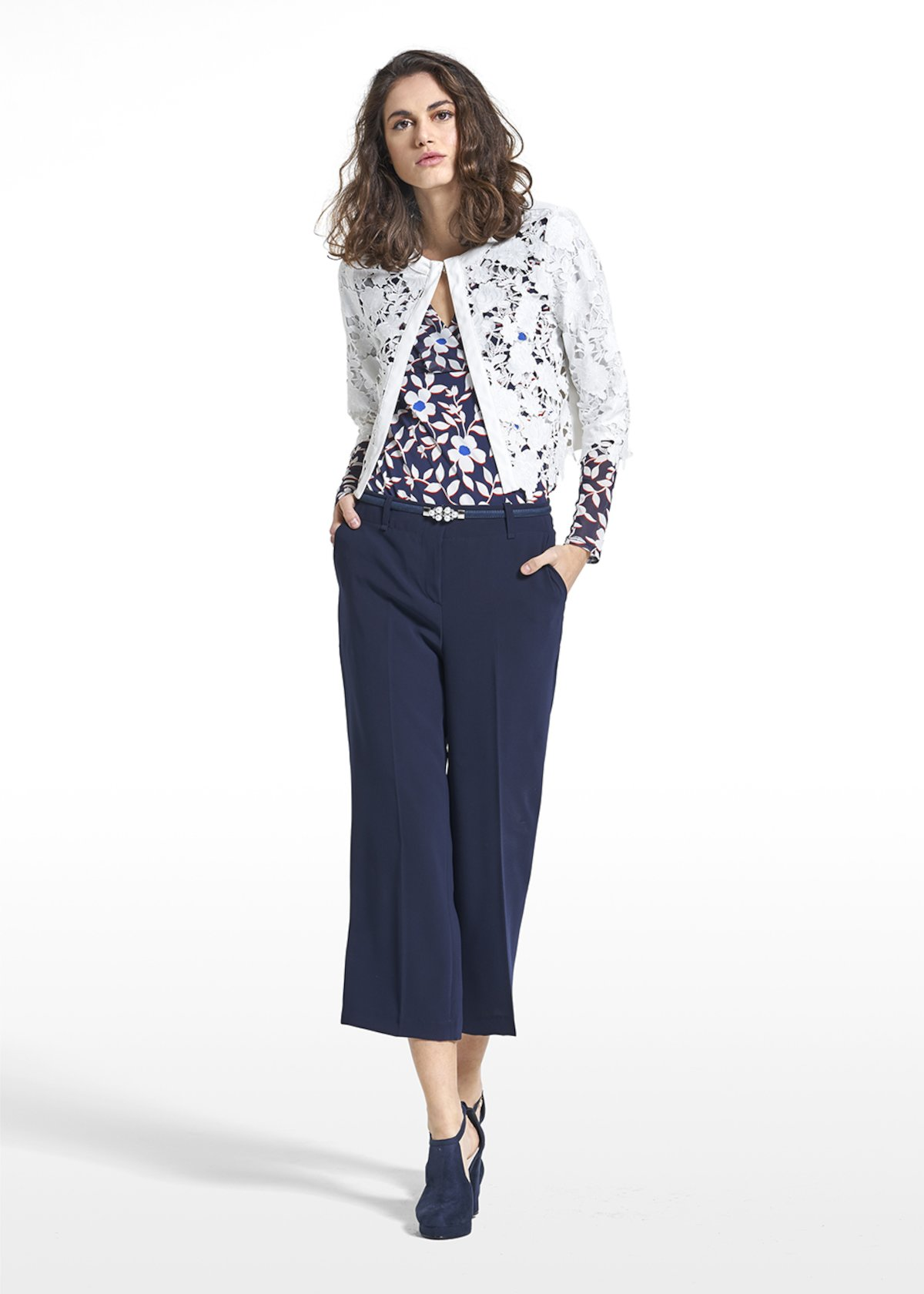 Lasered shrug Clyde with floral embroideries - White - Woman