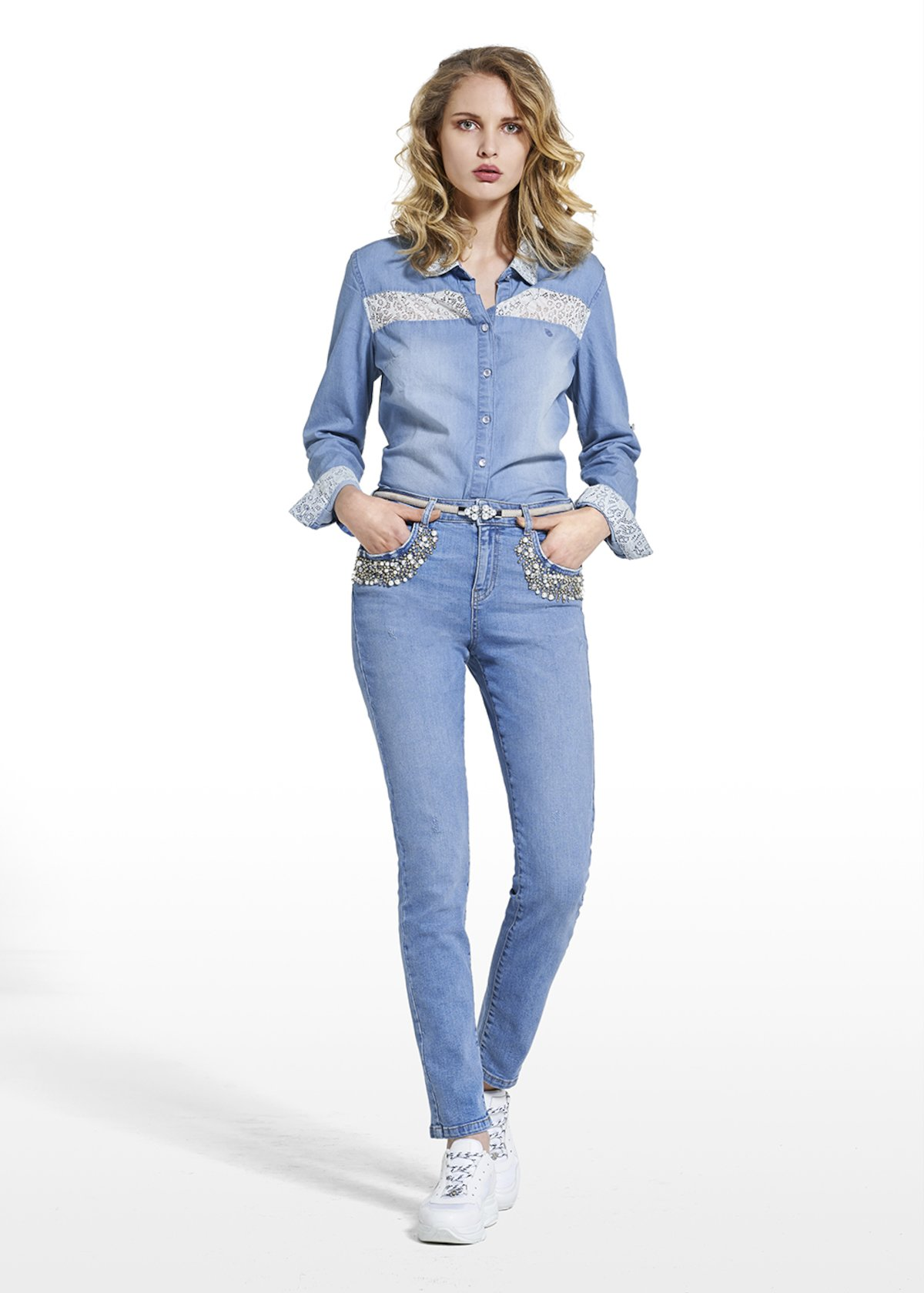 Blouse Caril in denim with lace detail