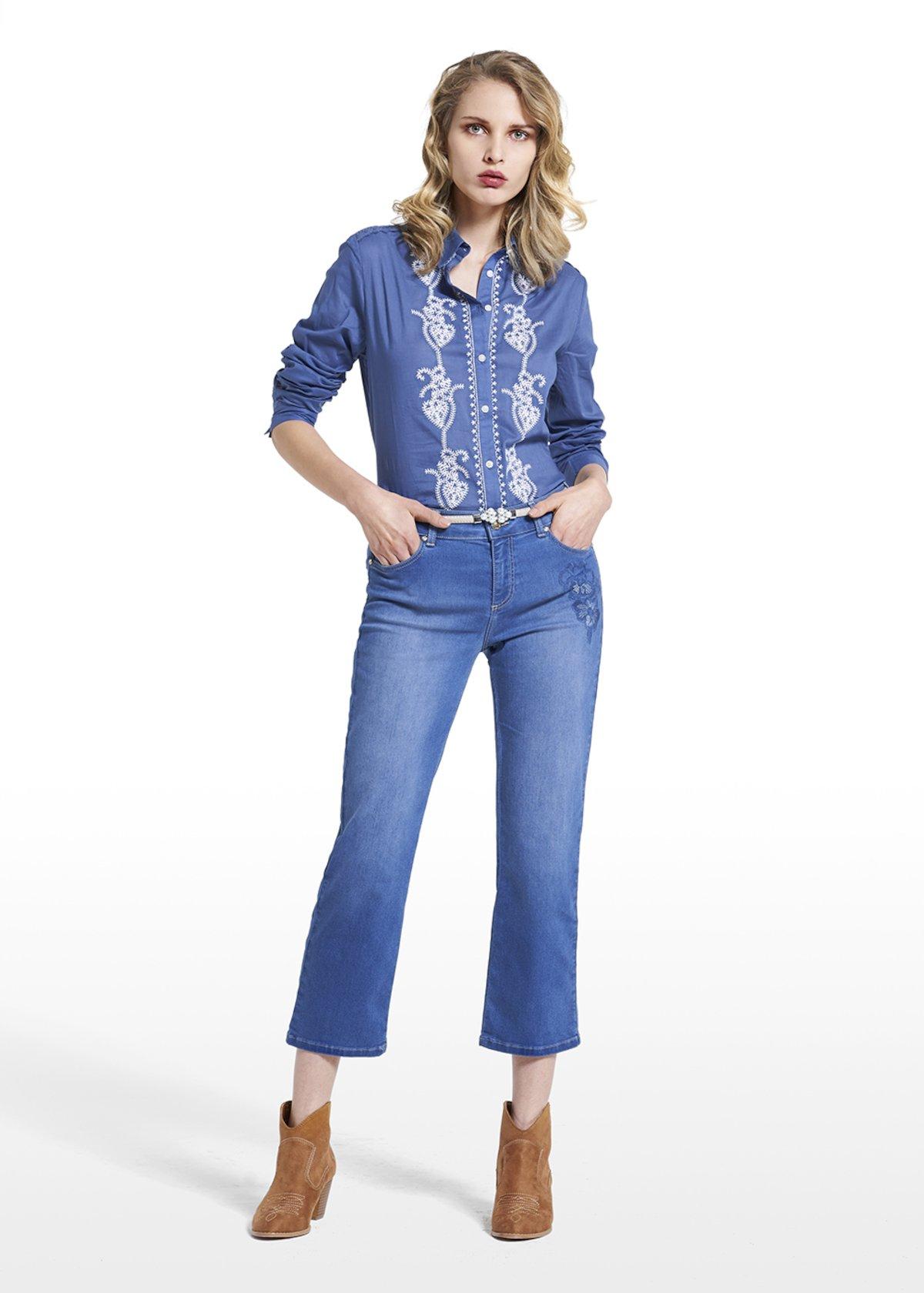 Jeans Pammy 5 tasche con gamba slim e ricamo flowers
