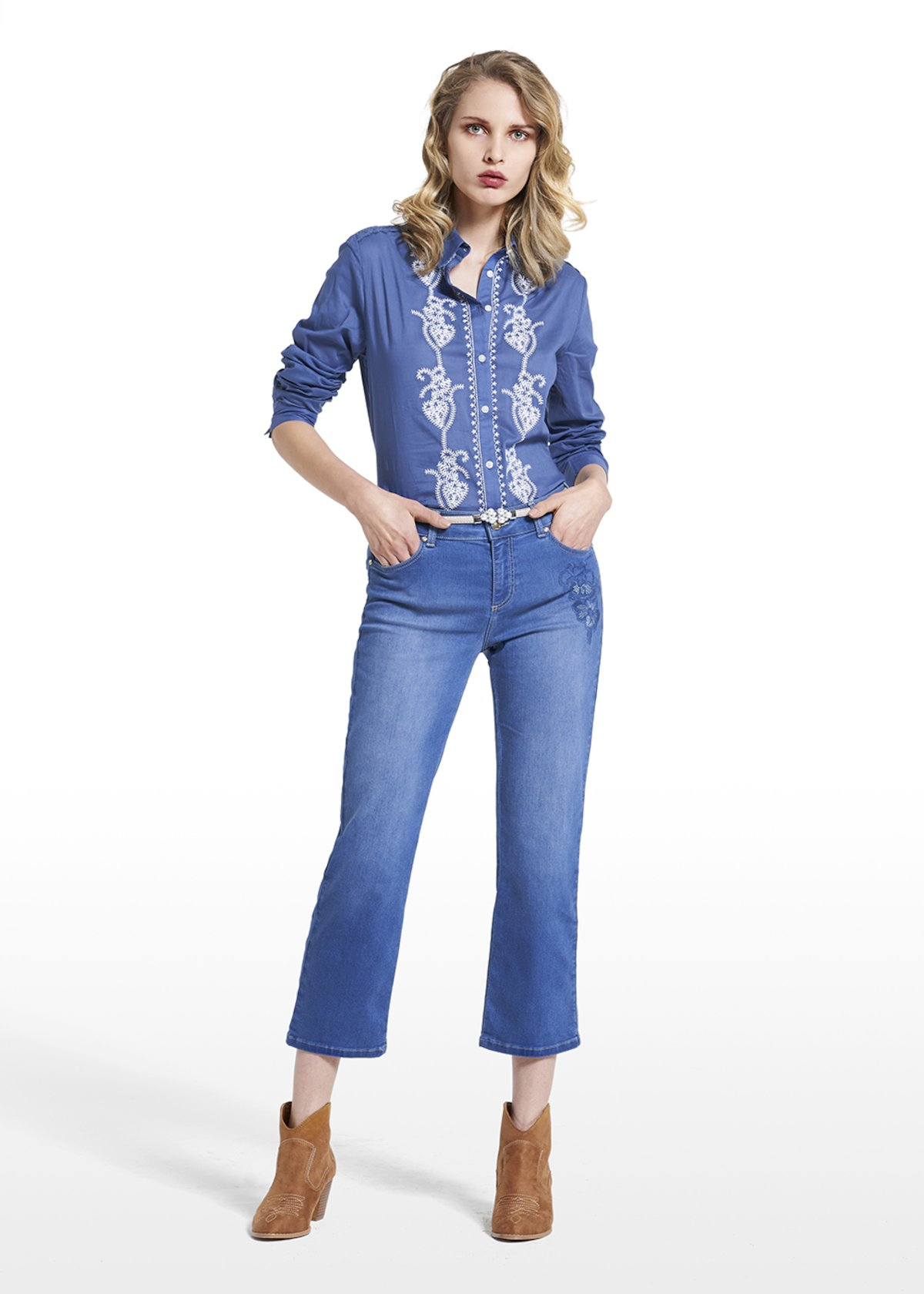 Blouse Crawler with contrasting floral embroidery - Blue - Woman