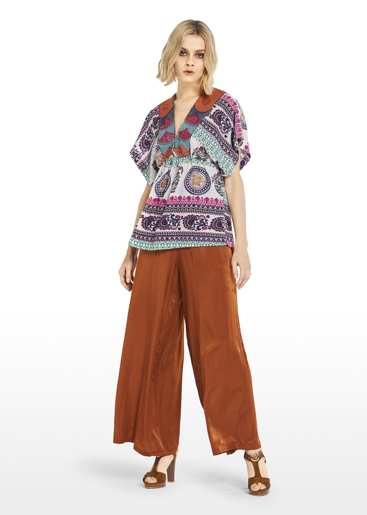Blusa Caty in georgette fantasia multicolor con scollo a V ricamo a filo e canottiglie