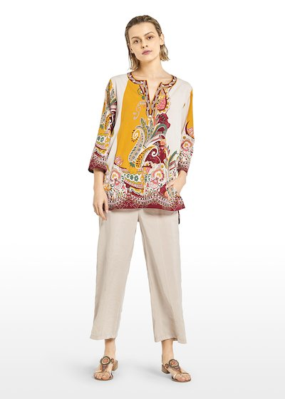 Cyndi Kurta round neckline and small V