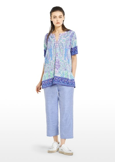 Carolyn Kurta round neckline with small V