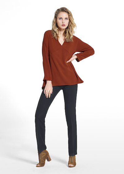 Blouse Carmen in wave fabric with V-neckline