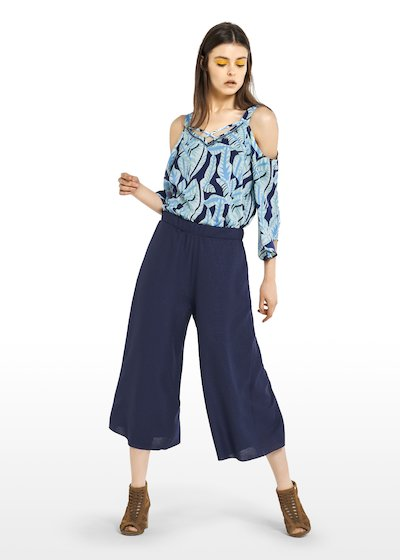 Prisco Capri trousers on blue mat fabric