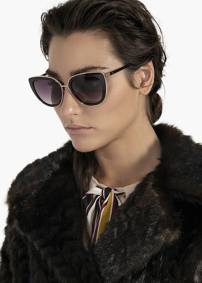 Cat model sunglasses with matching tone