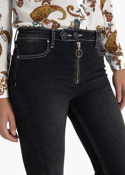 Pantaloni Dayana in denim con doppio bottone e zip centrale