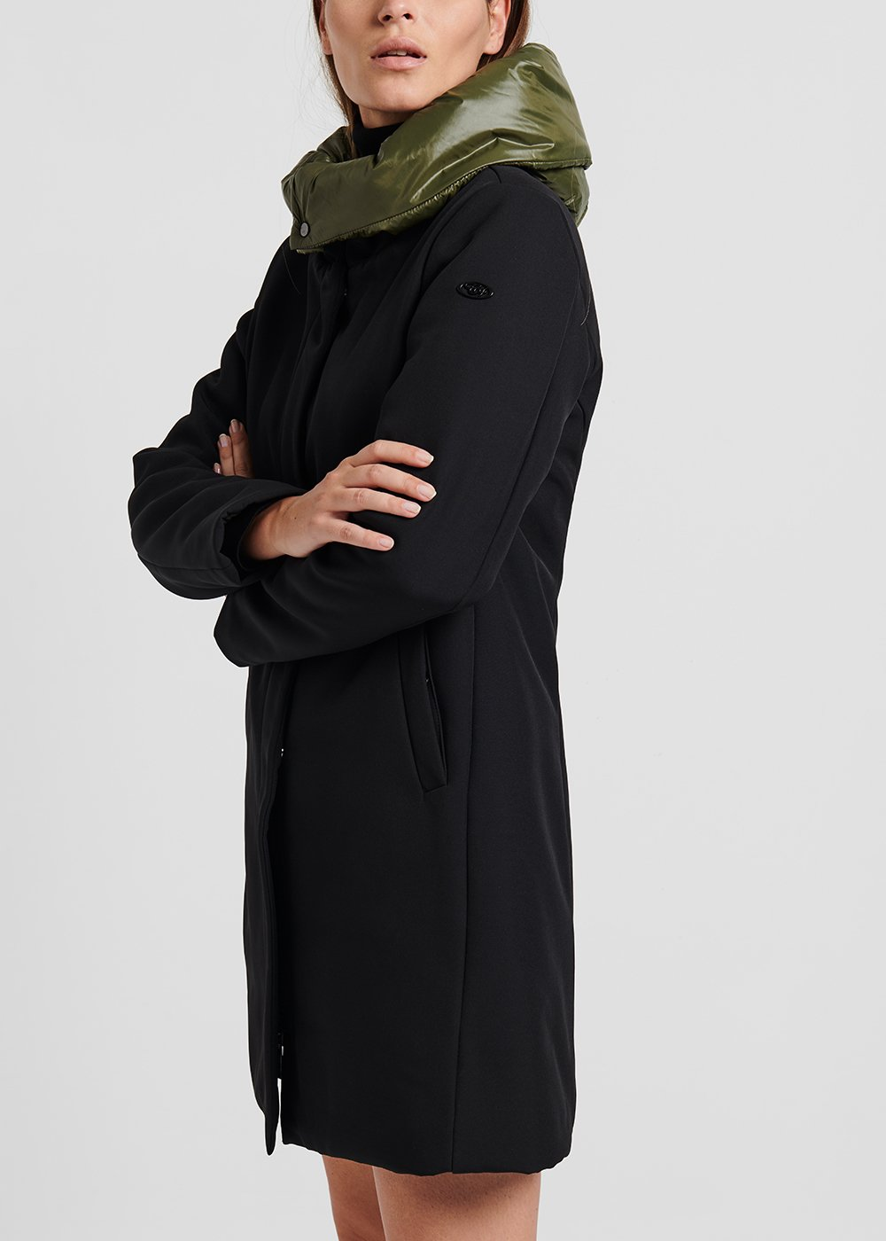 Coat in technical fabric with hood - Black / Grape - Woman
