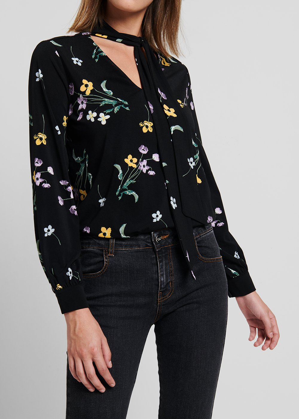 T-shirt in jersey with floral print with V-neck and scarf - Black / Pino / Fantasia - Woman