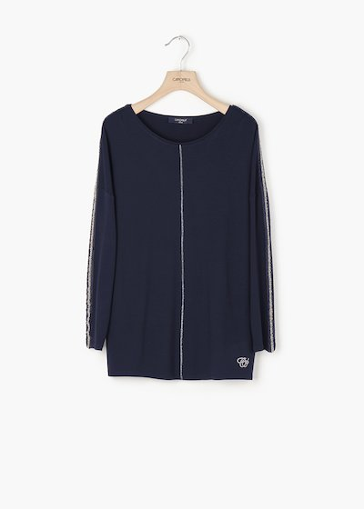 Slid t-shirt with round neckline and sequin detail on the sleeve