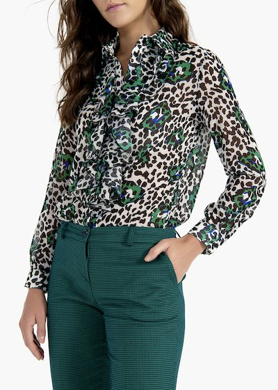 Camelia shirt with collar and ruffle at the neck