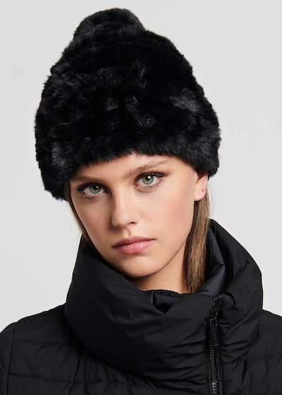Carry faux-fur hat with pom-pom