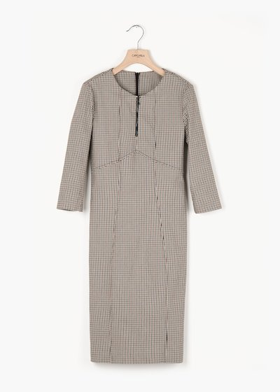 Alexis dress with zip at the neckline and 3/4 sleeves