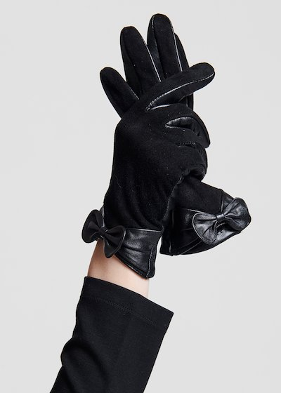 Suede and leather gloves with bow