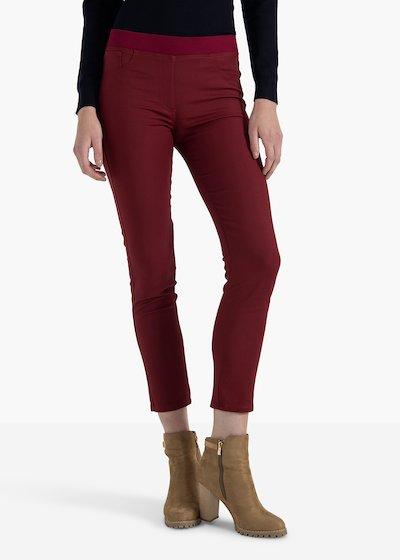 Pantaloni Kate in cotone elestico color amarena