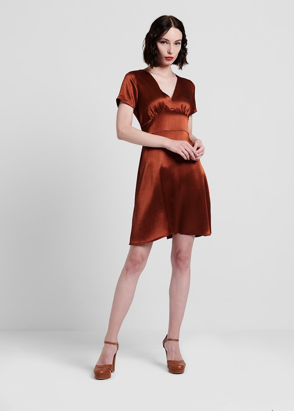 V-neckline rust-coloured dress