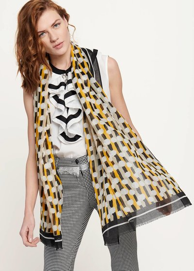 Sven scarf with geometric print