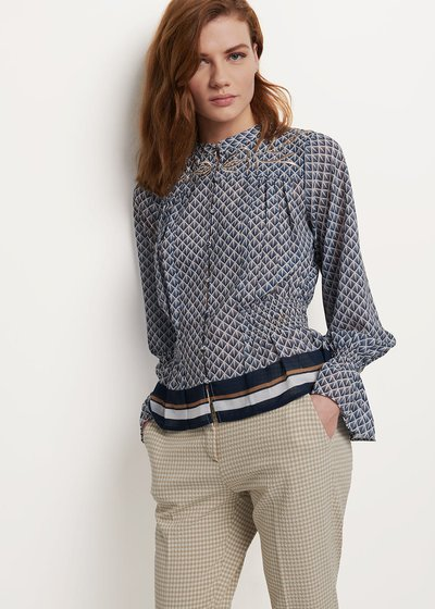 Caterin blouse with white and blue pattern
