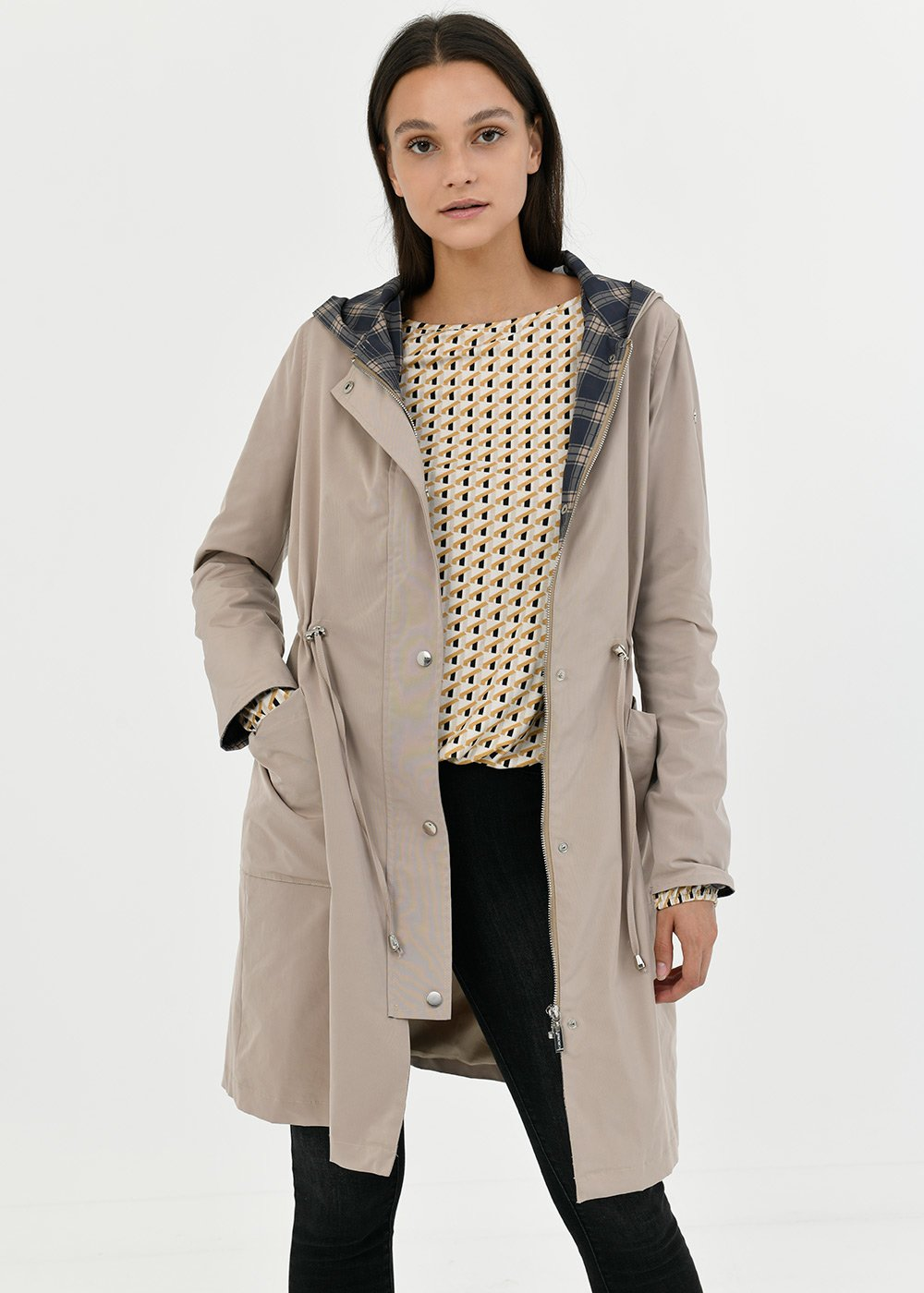 Trench coat in technical fabric with hood - Doeskin - Woman