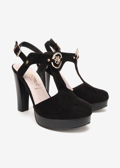 Shin semi-opened shoe with buckle