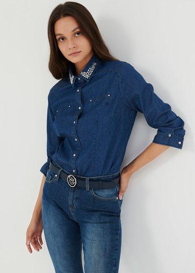 Camicia Cris in denim con strass sul colletto