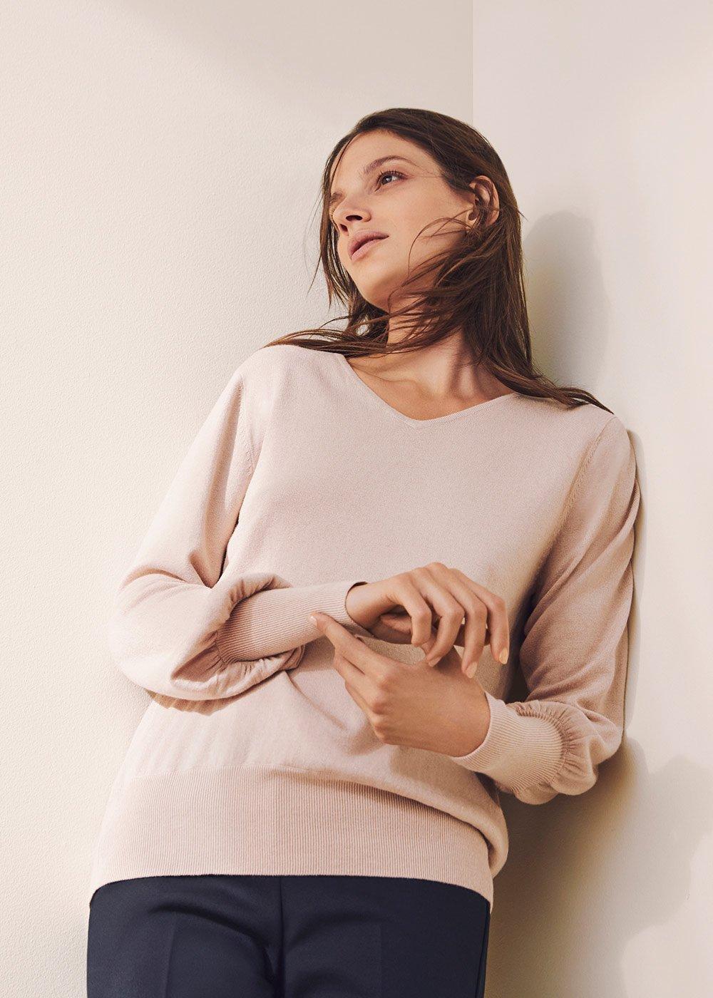 V-neck sweater - Doeskin - Woman