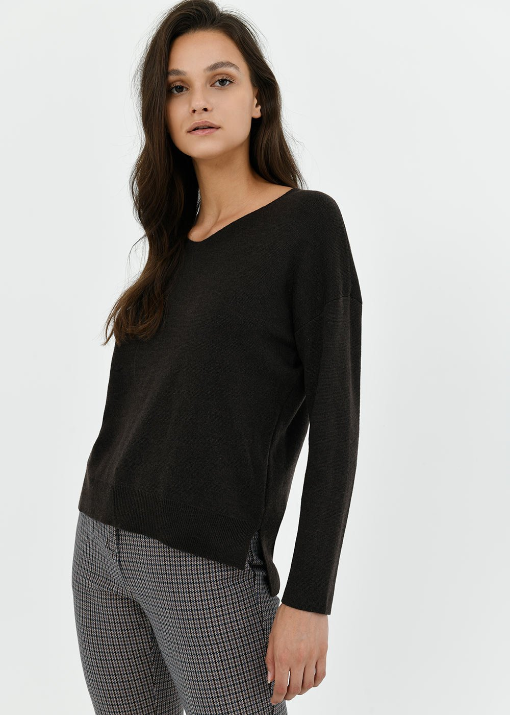 V-neck sweater with side cuts - Brown - Woman
