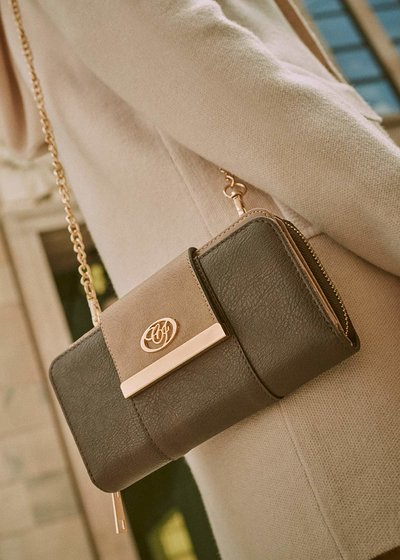 Peggy wallet with shoulder strap