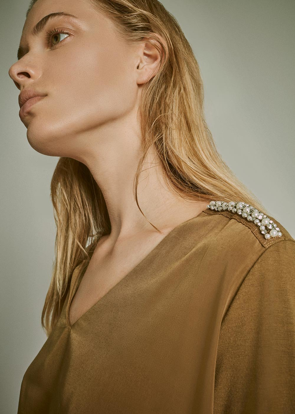 V-neck T-shirt with crystal detail on the shoulder - Bronze - Woman