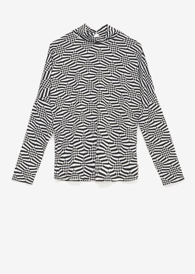Sheila T-shirt with black and white pattern