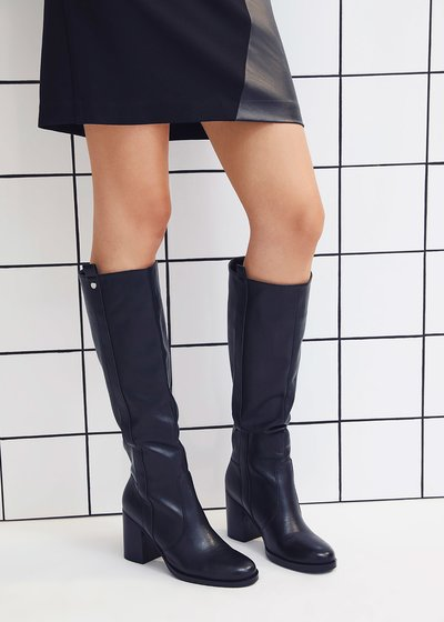 Shirley boots with high leg