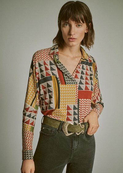 Selly t-shirt with '70s-style pattern