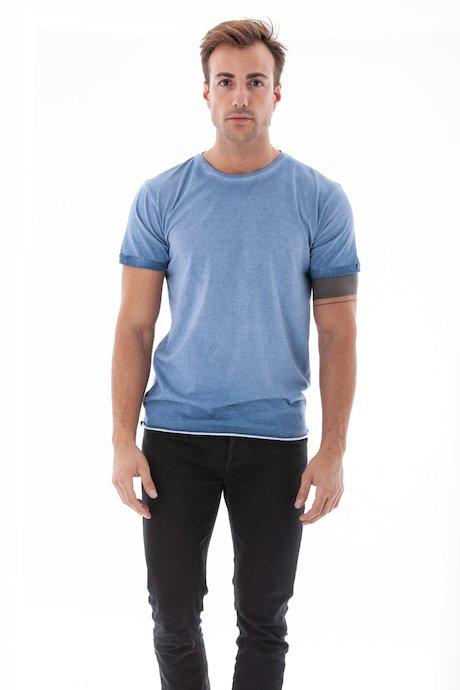 T-shirt con Risvolto