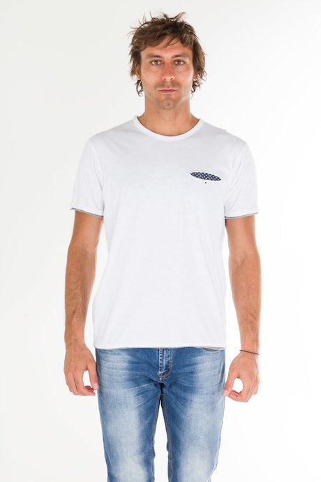 T-shirt con Taschino e Bottone