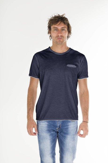 T-shirt con Taschino e Bottone