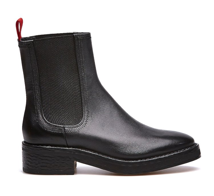 Total black Barracuda Beatle Boots