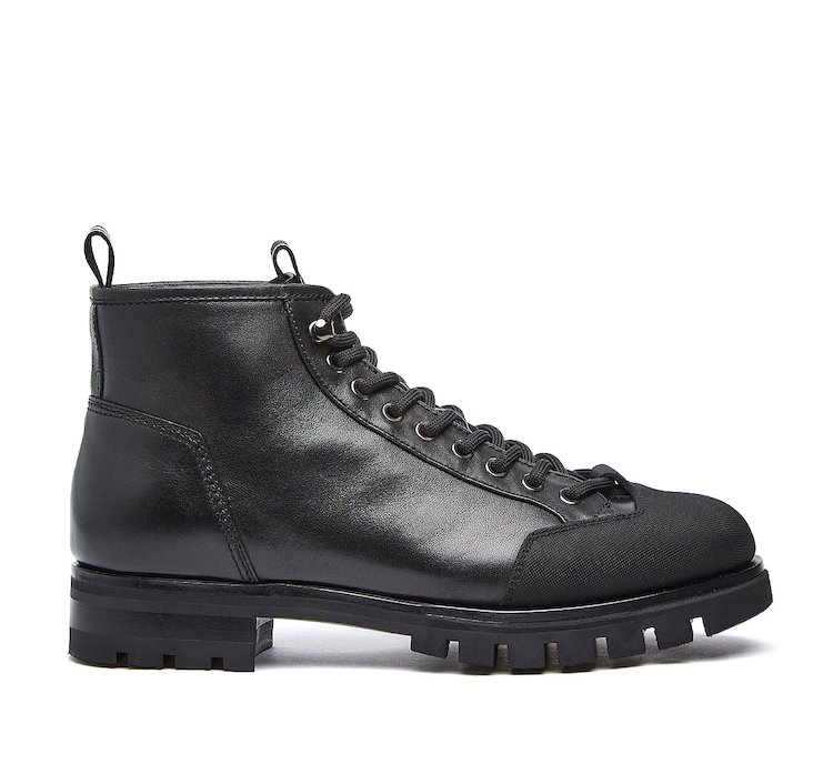 Barracuda Combat boots in calf leather with studs