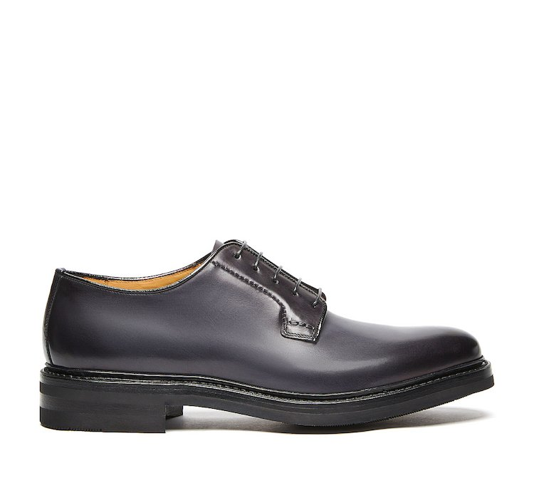 Lace-ups in luxury calf leather with Flex Goodyear construction