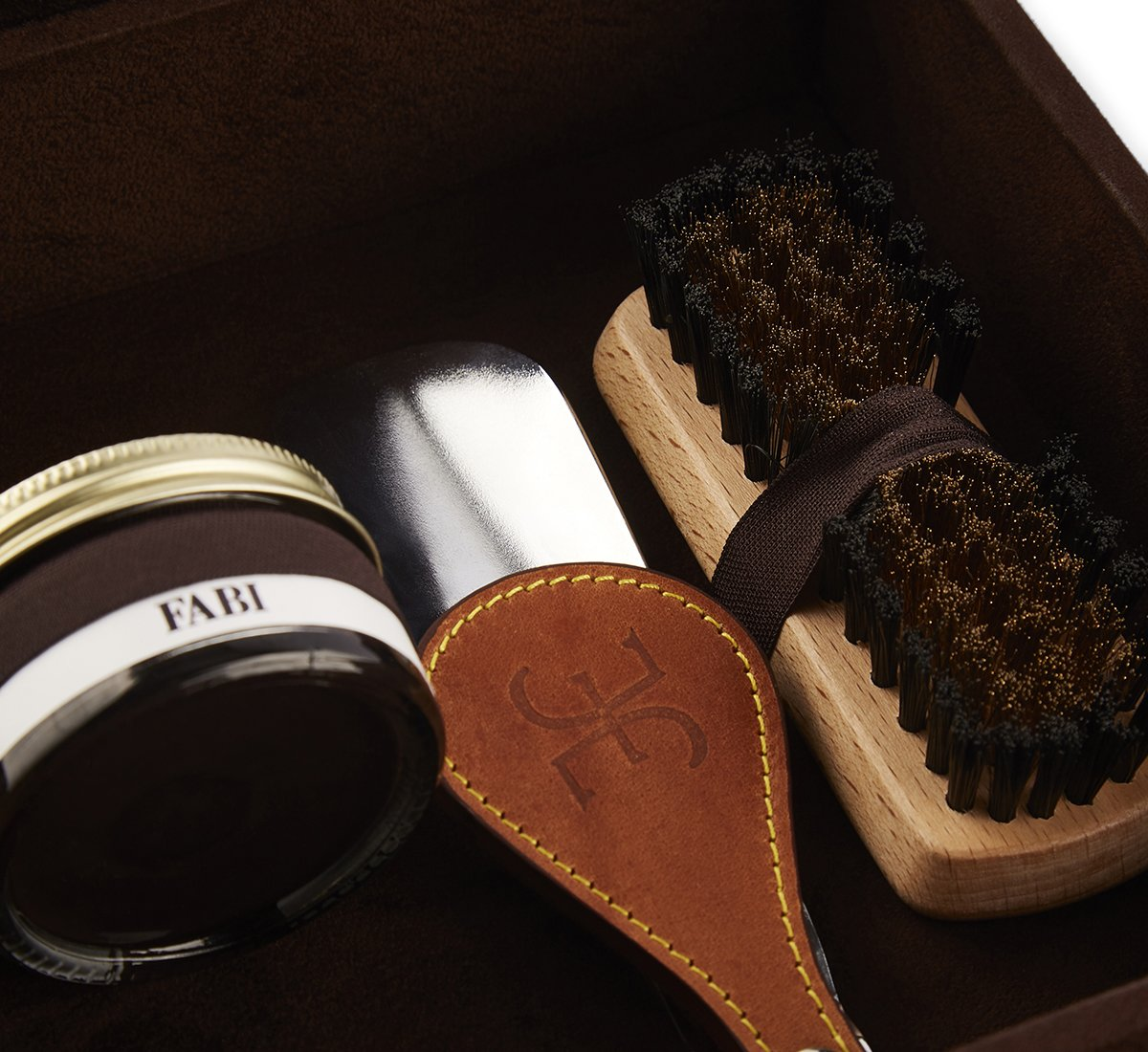 Kit Shoe Care in suede