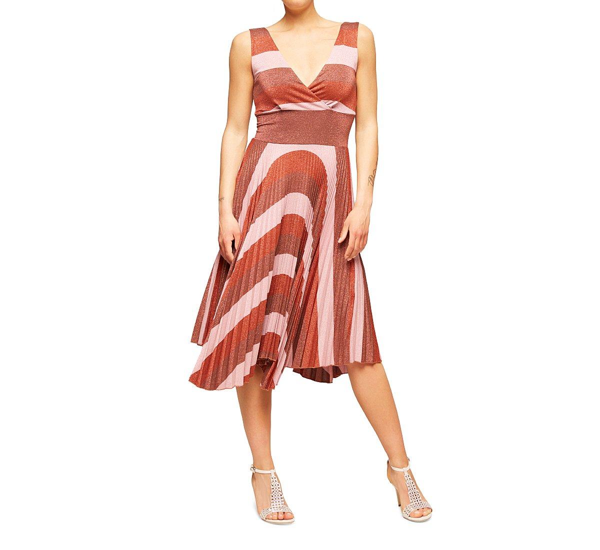 Платье без рукавов из мягкой вискозы
