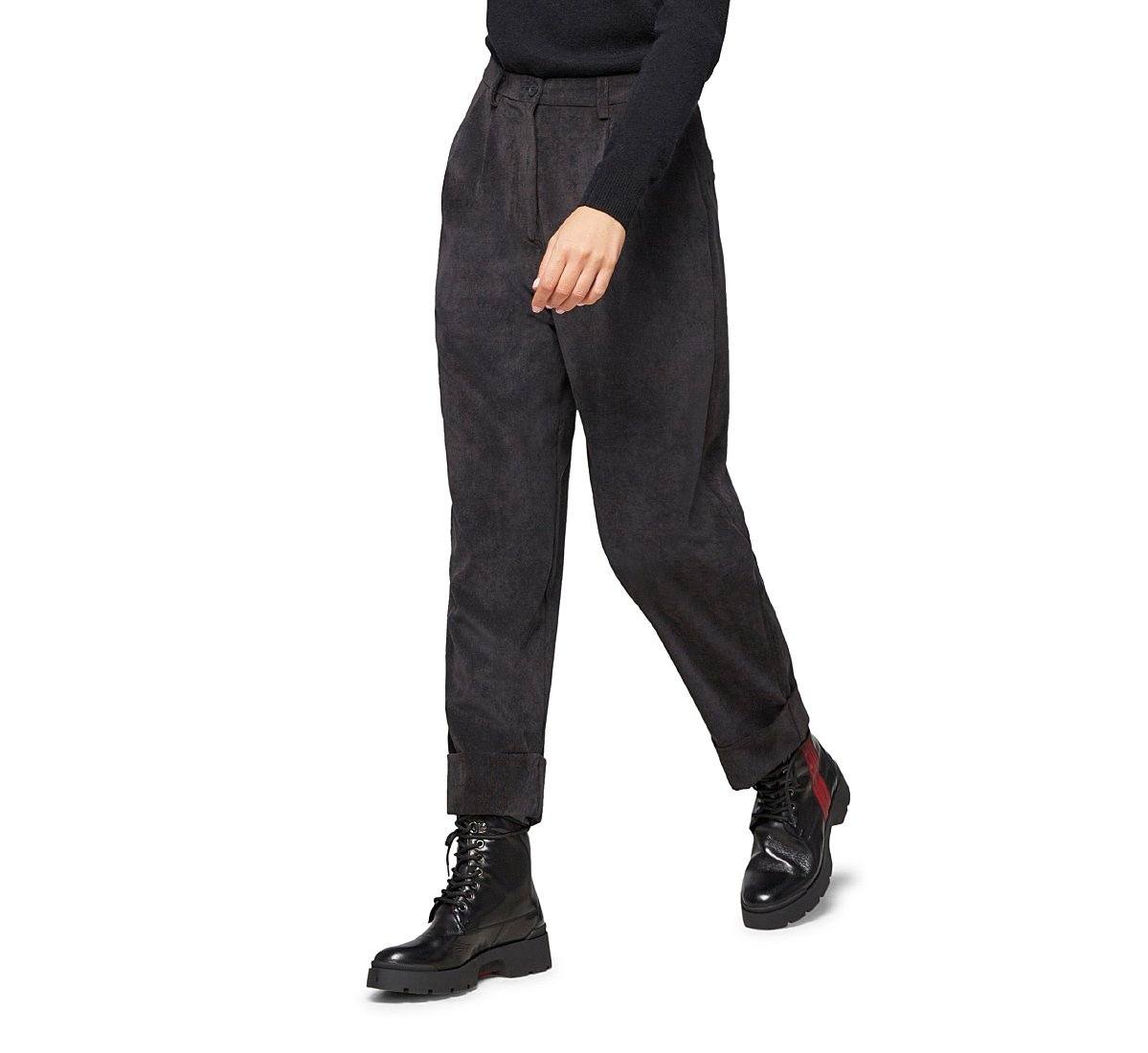 Oversized, high-waisted trousers