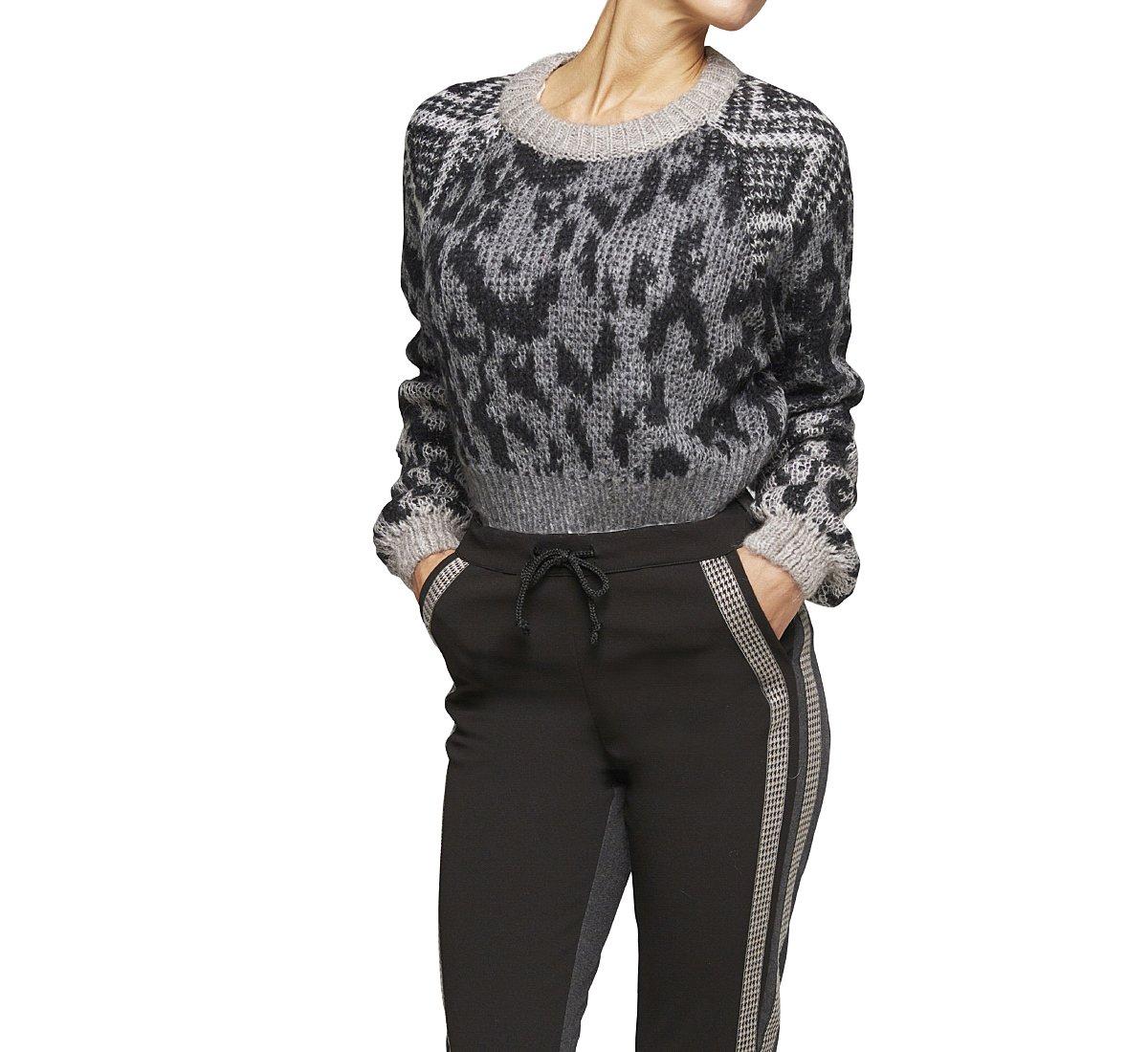 Короткий пуловер с рисунком
