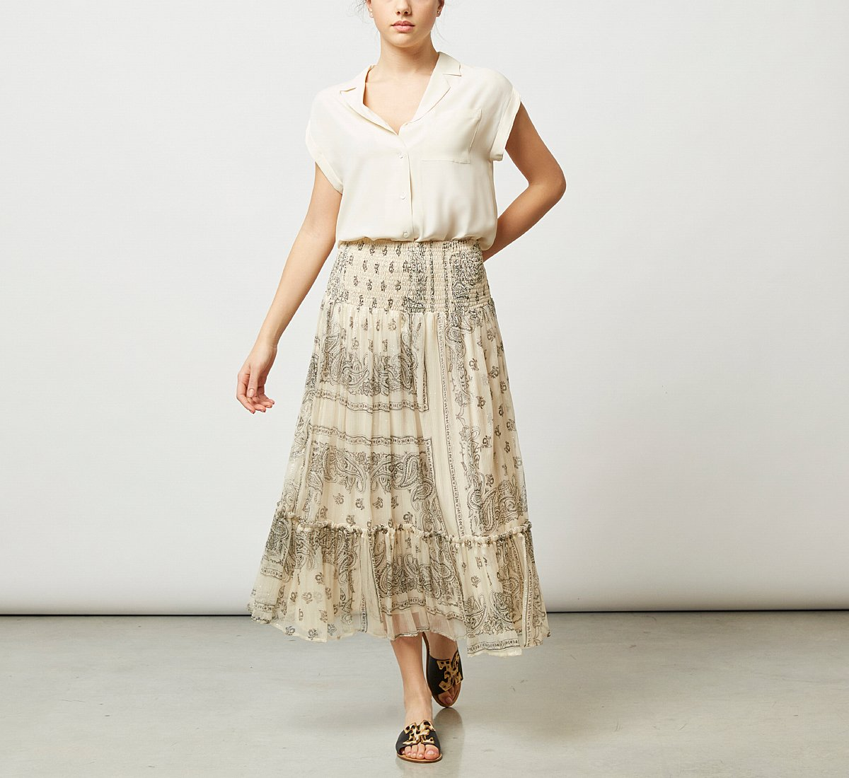 Loose-fitting skirt