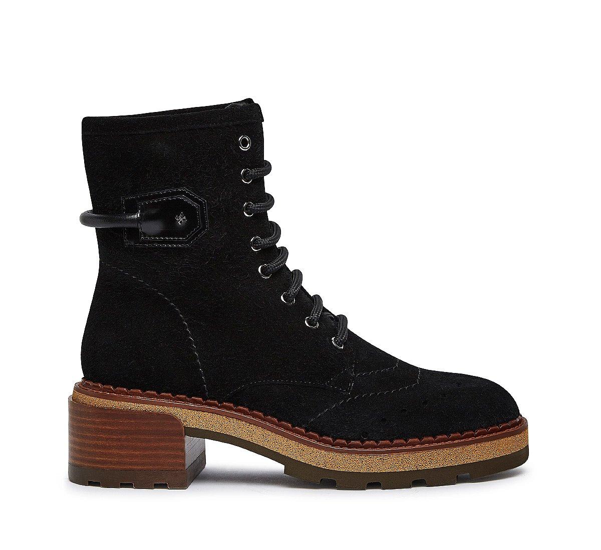 Exquisite suede boots